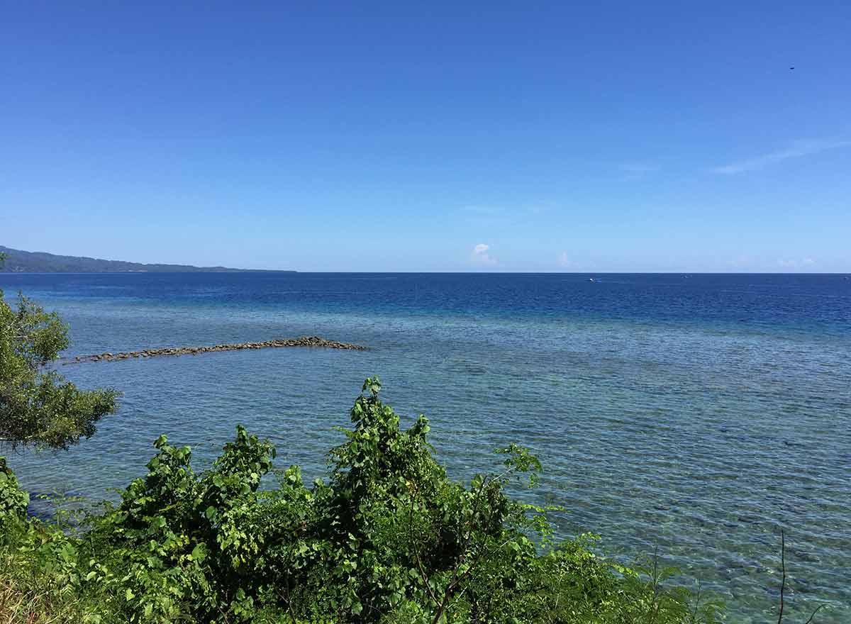 An azure sky meets the blue ocean